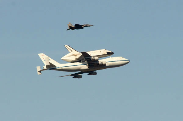 Space shuttle Endeavour made a historic flyover of the Bay Area Friday morning on its way to LA. (Photo submitted via uReport)
