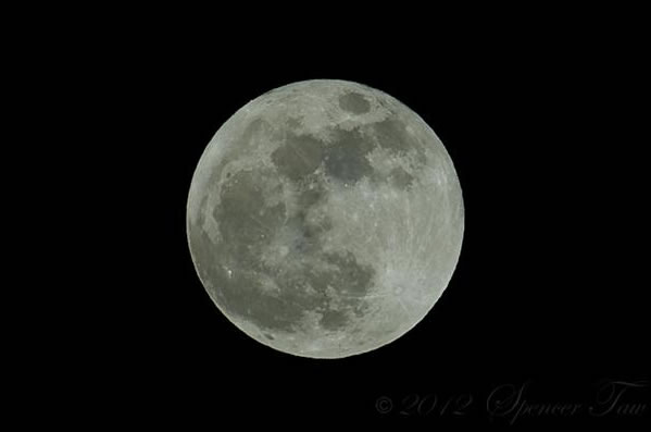 "<div class=""meta ""><span class=""caption-text "">Many viewers all around the Bay Area sent in their photos of Saturday night's supermoon. This photo was taken in Walnut Creek. (Photo submitted by apixelartist via uReport)</span></div>"