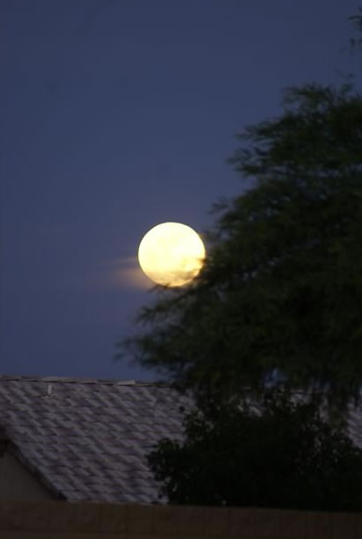 Many viewers all around the Bay Area sent in their photos of Saturday night's supermoon. This photo was taken in Peoria, AZ. (Photo submitted by Sherry Swisher via uReport)