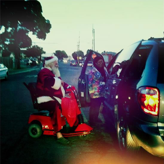 Santa Spotting - Cars stop so kids can say hi to Santa.  (Photo submitted by Luis from Marina Bay via uReport)