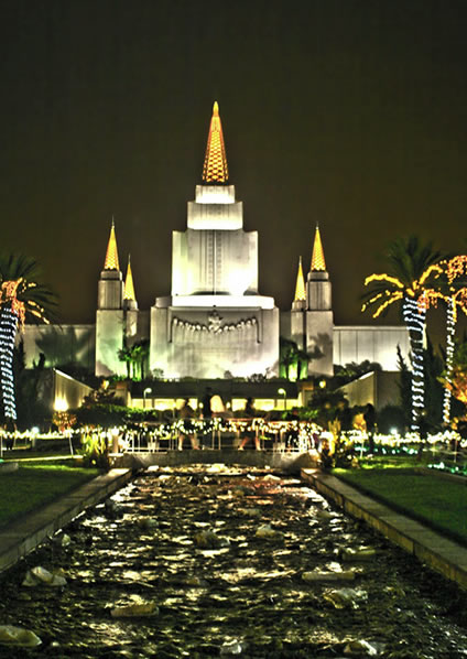 "<div class=""meta ""><span class=""caption-text "">Oakland Temple at Christmas.  (Photo submitted by Nissa Barling via uReport) </span></div>"