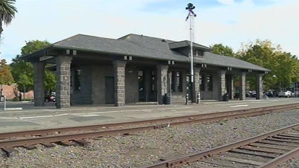Novato resident wants to stop SMART train project