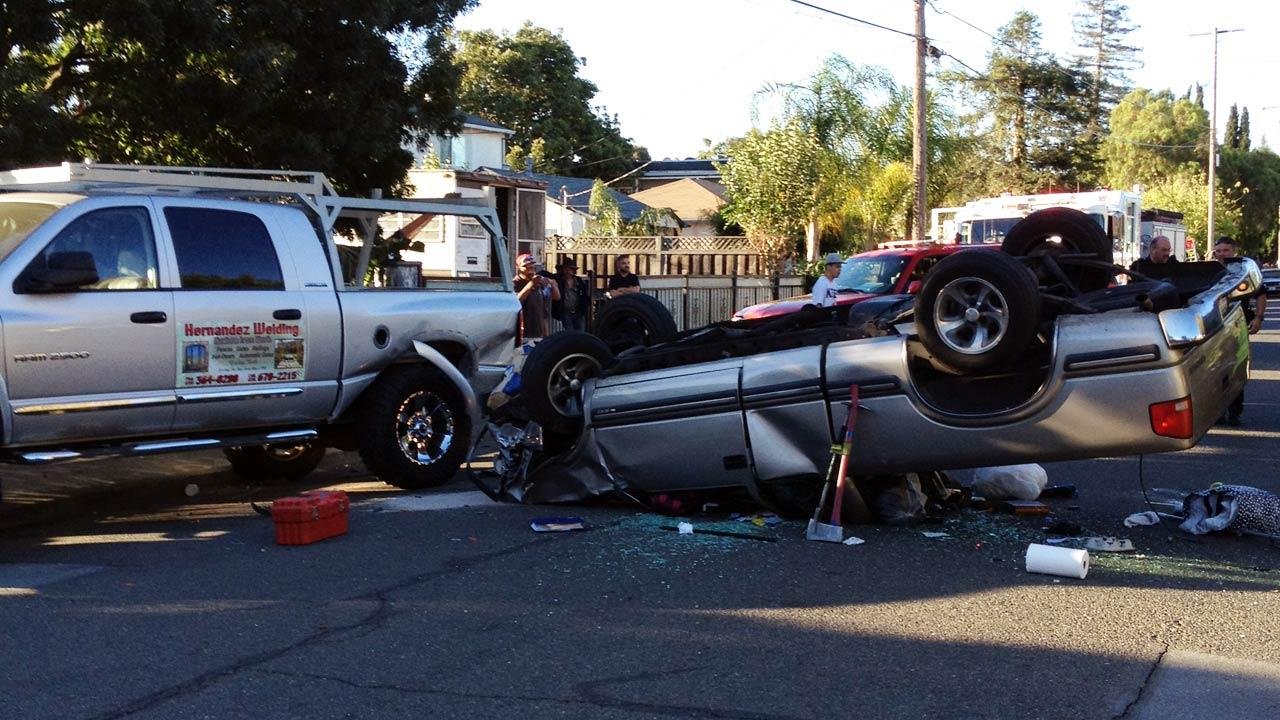 Truck flips over in Redwood City, California. (Ruben Ruiz)