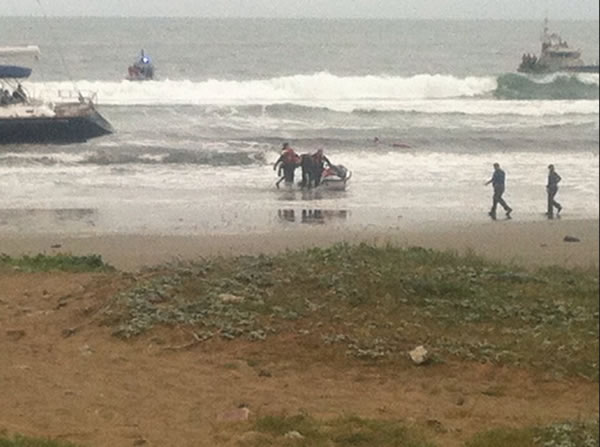 "<div class=""meta ""><span class=""caption-text "">Three suspects have been arrested after a stolen 82-foot sailboat ran aground at Linda Mar Beach in Pacifica. Two men and a woman were onboard the $2.7 million ""Darling"" when it was reported stolen from the Sausalito Yacht Harbor. (KGO)</span></div>"