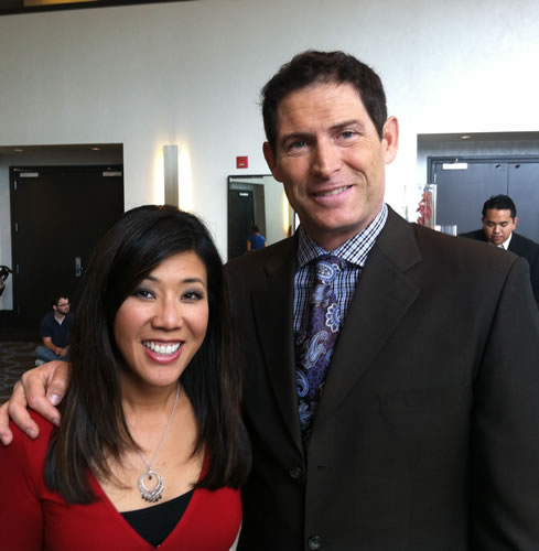 ABC7 Morning News anchor Kristen Sze with former San Francisco 49ers quarterback Steve Young at Gatepath's Power of Possibilities event.