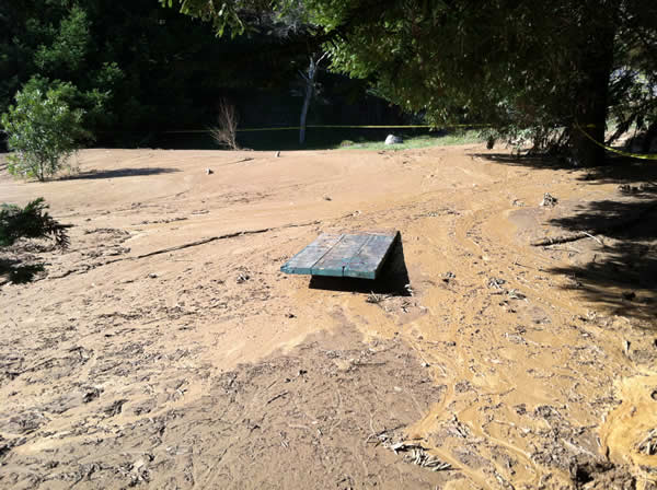 A picnic table covered with mud in Daly City <span class=meta>(KGO)</span>