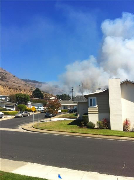 "<div class=""meta image-caption""><div class=""origin-logo origin-image ""><span></span></div><span class=""caption-text"">A four-alarm fire burning on San Bruno Mountain in South San Francisco sent a large plume of smoke in the air that was visible from several miles away. (Photo submitted via uReport by an anonymous viewer)</span></div>"