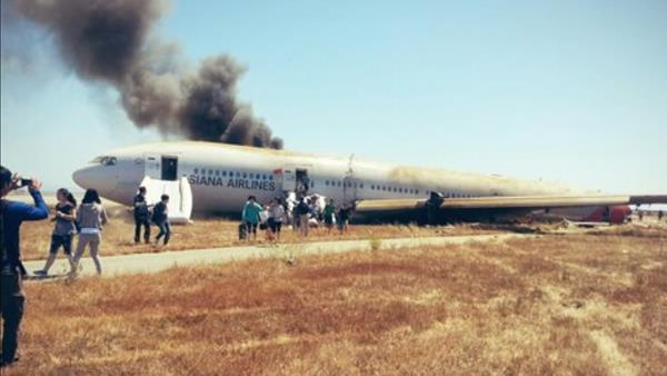 Asiana Airlines flight from Seoul, South Korea, crashed while landing at San Francisco International Airport on Saturday. <span class=meta>(Photo submitted via uReport by Hasani Sinclair)</span>