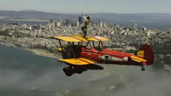 Wing walker sets world record above San Francisco