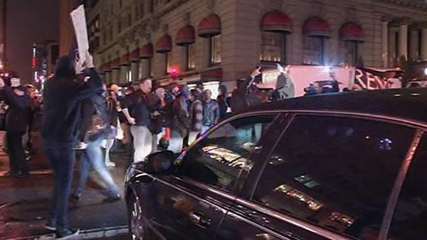 Occupy march disrupts traffic, invades shopping center