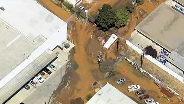 Water main break causes major flooding