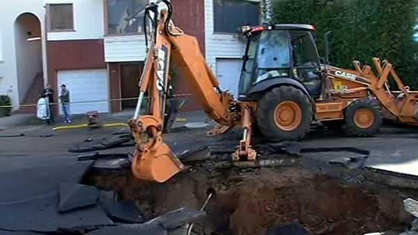 Water main break floods neighborhood in SF