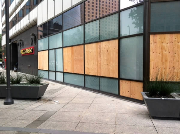 Protesters smashed the windows of a Wells Fargo in downtown Oakland after the George Zimmerman verdict on Saturday. <span class=meta>(KGO)</span>