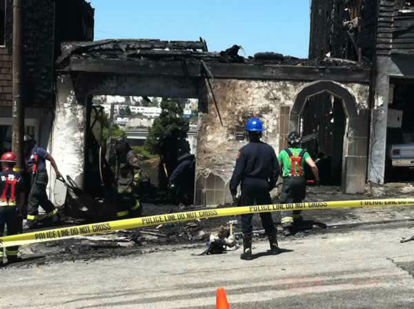 A four-alarm fire burned multiple houses in San Francisco Tuesday morning and left about 10 residents displaced. <span class=meta>(Heather Ishimaru&#47;ABC7)</span>