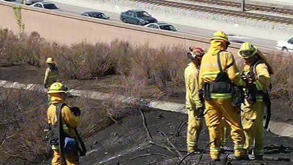 Fire burns close to Guadalupe Parkway in San Jose