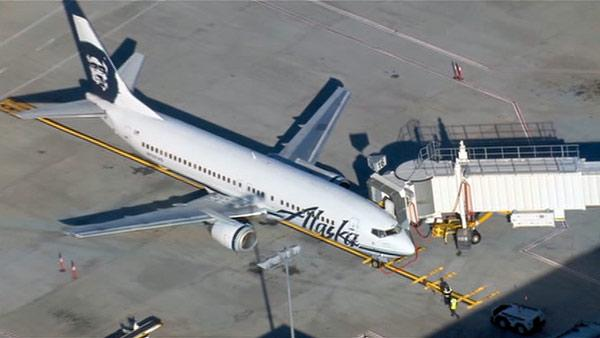 Plane makes emergency landing at Mineta San Jose