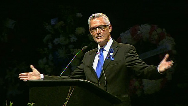Pastor Rene Schlaepfer honors fallen Santa Cruz police officers at memorial <span class=meta>(KGO)</span>