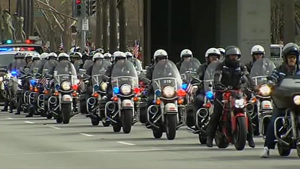 Procession for two fallen Santa Cruz police...