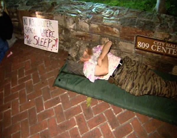 The homeless in Santa Cruz are protesting a no-camping ordinance from 11 pm to 8:30 am. <span class=meta>(KGO)</span>