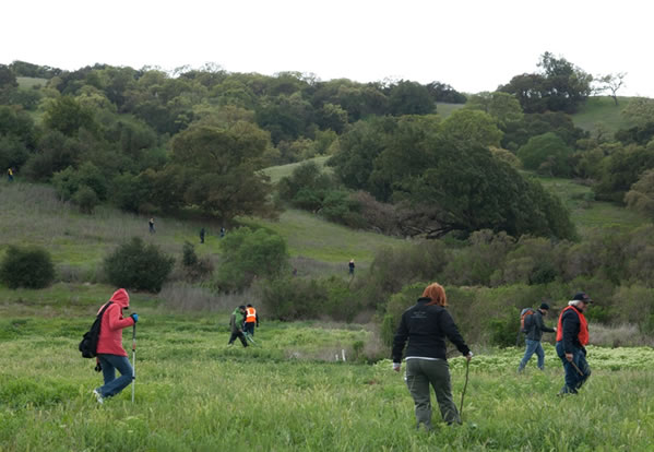 "<div class=""meta ""><span class=""caption-text "">On Tuesday, March 27, 2012, volunteers searched Morgan Hill for any clues in the disappearance of Sierra LaMar.  (Photo courtesy photographer Jayne Porras)</span></div>"