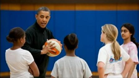 President Obama coaches his daughters basketball team