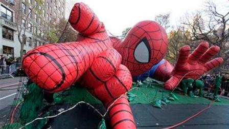 Workers inflate the Spider-Man balloon for the 86th annual Macys Thanksgiving Day Parade, on New Yorks Upper West Side, Wednesday, Nov. 21, 2012.