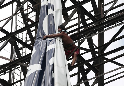 A Filipino worker ties-up a giant billboard along a busy highway as they prepare for the possible effects of powerful Typhoon Haiyan in suburban Makati, south of Manila, Philippines Thursday, Nov. 7, 2013. Philippine officials say thousands of villagers, including those from a central province devastated recently by an earthquake, are being evacuated ahead of the arrival of one of Asia&#39;s most powerful typhoons this year. <span class=meta>(AP Photo&#47;Aaron Favila)</span>