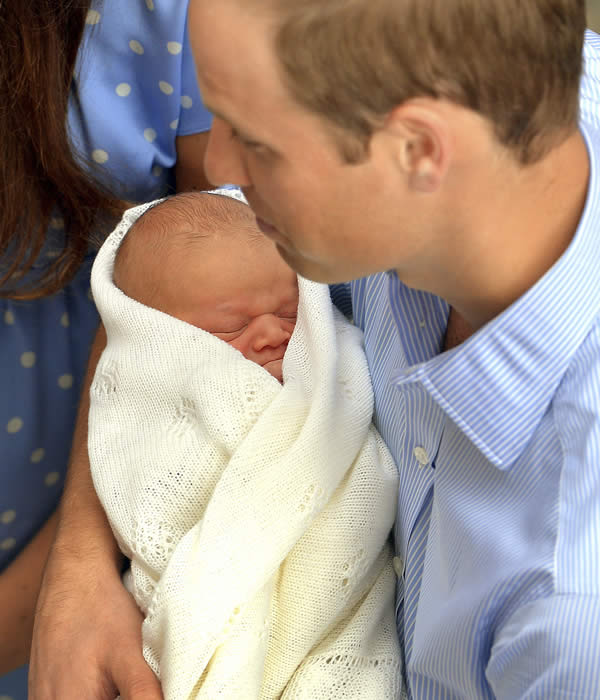 "<div class=""meta ""><span class=""caption-text "">Britain's Prince William carries his new born son, the Prince of Cambridge, who was born on Monday. into public view for the first time. outside the Lindo Wing of St. Mary's Hospital, in London, Tuesday, July 23, 2013. The boy will be third in line to the British throne. (AP Photo/John Stillwell, Pool)</span></div>"