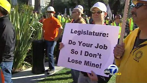 Governor threatens 20,000 layoffs