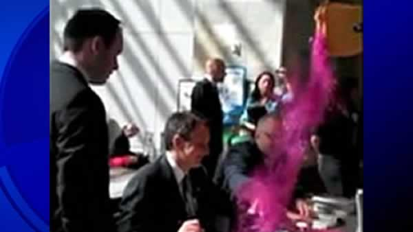 Tim Pawlenty glitter-bombed during event in San Francisco
