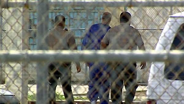Thousands of ex-cons back on street after cutbacks