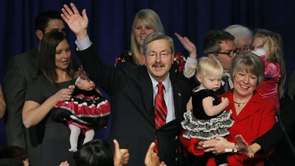 "<div class=""meta image-caption""><div class=""origin-logo origin-image ""><span></span></div><span class=""caption-text"">Iowa governor elect Terry Branstad, his wife Chris, right, and granddaughter Bridget celebrate with supporters during an election night rally, Tuesday, Nov. 2, 2010, in West Des Moines, Iowa. (AP Photo/Charlie Neibergall)</span></div>"
