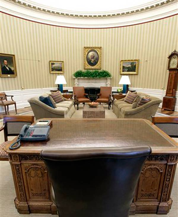 Renovations to the Oval Office, including a new carpet, wallpaper and furniture, are seen, Tuesday, Aug. 31, 2010, at the White House in Washington. The famous Resolute Desk, foreground, remains. (AP Photo/J. Scott Applewhite)