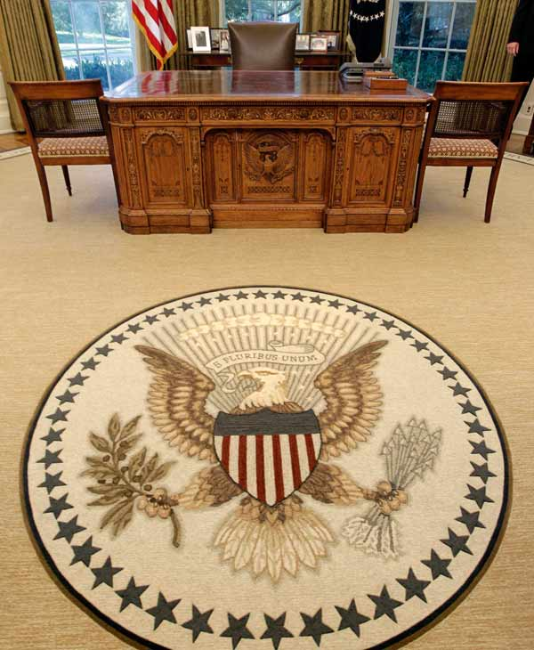 "<div class=""meta ""><span class=""caption-text "">Renovations to the Oval Office, including a new carpet, drapes, wallpaper and furniture, are seen, Tuesday, Aug. 31, 2010, at the White House in Washington. The famous Resolute Desk remains. (AP Photo/J. Scott Applewhite)</span></div>"