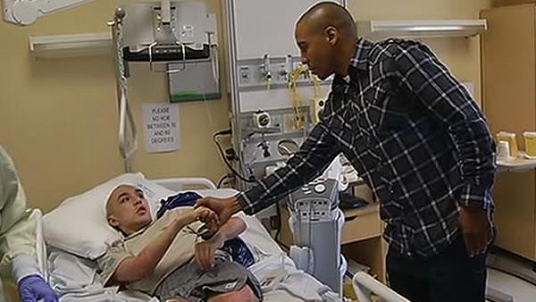 Local boxer Andre Ward visits Palo Alto VA hospital