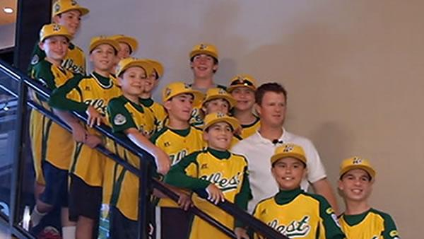 Matt Cain throws pizza party for little leaguers