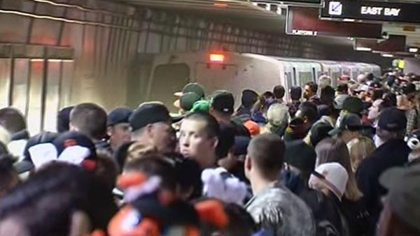 Giants fans flock to transit to get to parade