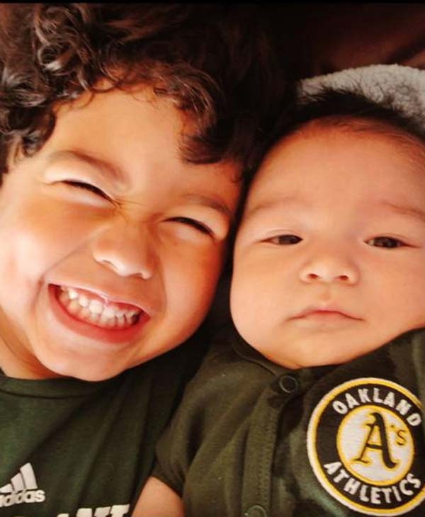 "<div class=""meta image-caption""><div class=""origin-logo origin-image ""><span></span></div><span class=""caption-text"">Mini Oakland A's Fans! (Sent in via uReport)</span></div>"