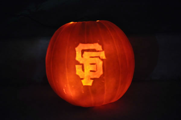 Bay Area baseball fans show off their playoff fever! (Photo submitted by smsmith_40 via uReport)
