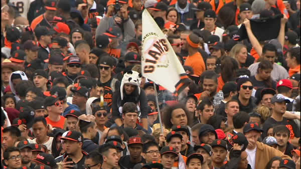 Giants Fans Crowd Civic Center Plaza for World Series celebration <span class=meta>(KGO)</span>