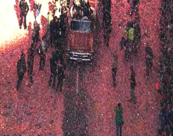 Confetti thrown at the floats during the Giants victory parade. <span class=meta>(KGO)</span>