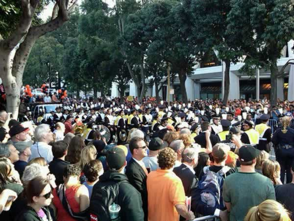 "<div class=""meta ""><span class=""caption-text "">Crowds get ready in downtown San Francisco for the Giants victory parade. ((Photo submitted by Janelle Wang via Twitpic))</span></div>"