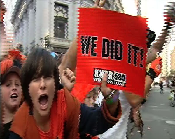 "<div class=""meta ""><span class=""caption-text "">Fans celebrate the World Series win at the victory parade. (KGO)</span></div>"