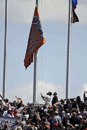 San Francisco Giants relief pitcher Brian Wilson, bottom center, raises the team's World Series championship flag before their home-opening baseball game against the St. Louis Cardinals in San Francisco, Friday, April 8, 2011. (AP Photo/Marcio Jose Sanchez, Pool)