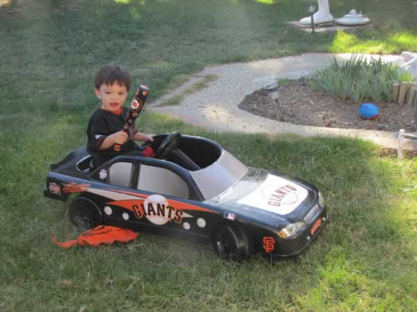 Giants #1 Fan rolling in his Giants mobile.  (Photo submitted via uReport)