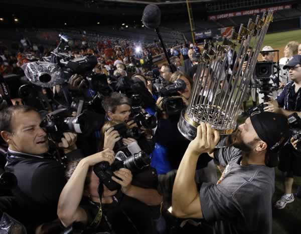 San Francisco Giants' Cody Ross kisses the championship trophy after Game 5 of baseball's World Series against the Texas Rangers Monday, Nov. 1, 2010, in Arlington, Texas. The Giants won 3-1 to capture the World Series. (AP Photo/Matt Slocum)