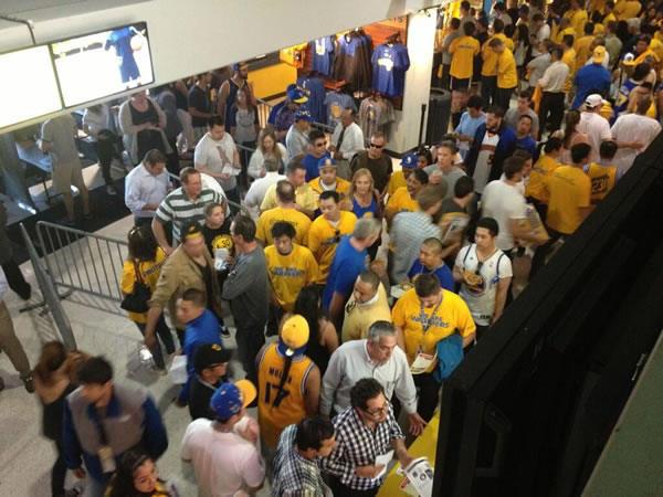 Fans filing in for the Warriors game! <span class=meta>(@AmaABC7&#47;Twitter)</span>