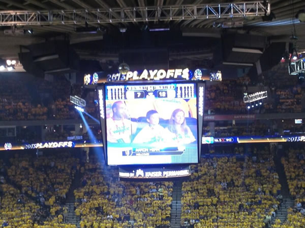 Standing ovation for Aaron Hern at Warriors game. <span class=meta>(@AmaABC7&#47;Twitter)</span>