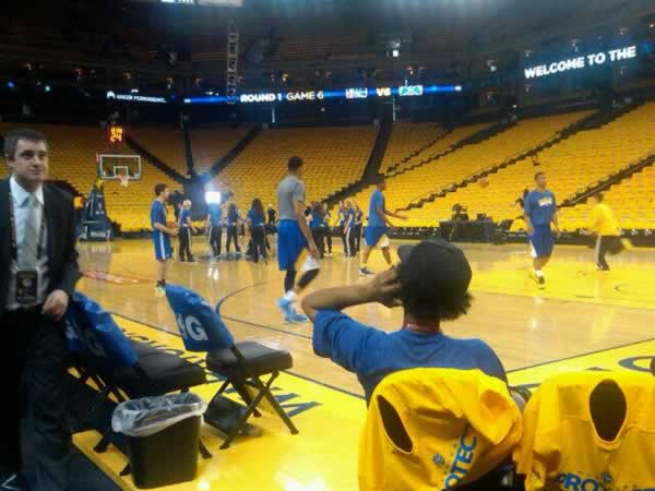 "<div class=""meta ""><span class=""caption-text "">Oracle Arena pre game. Warrior girls warming up with the players.Must win. Do NOT want to go back to Denver.  (@MikeShumann/Twitter)</span></div>"