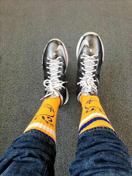 <span class=meta>(Fan takes a photo of Warriors knee socks)</span>